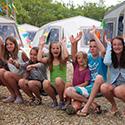 Kinder vor Elan-Zelten